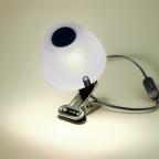 POTINI com garra. Compre este produto na loja virtual pelo link: http://www.solar.net.br/potini-luminaria-de-mesa-ou-de-pendurar-p58